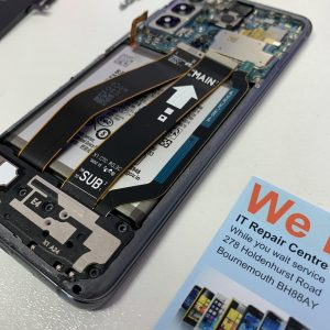 image of Samsung S20 cracked screen repair service